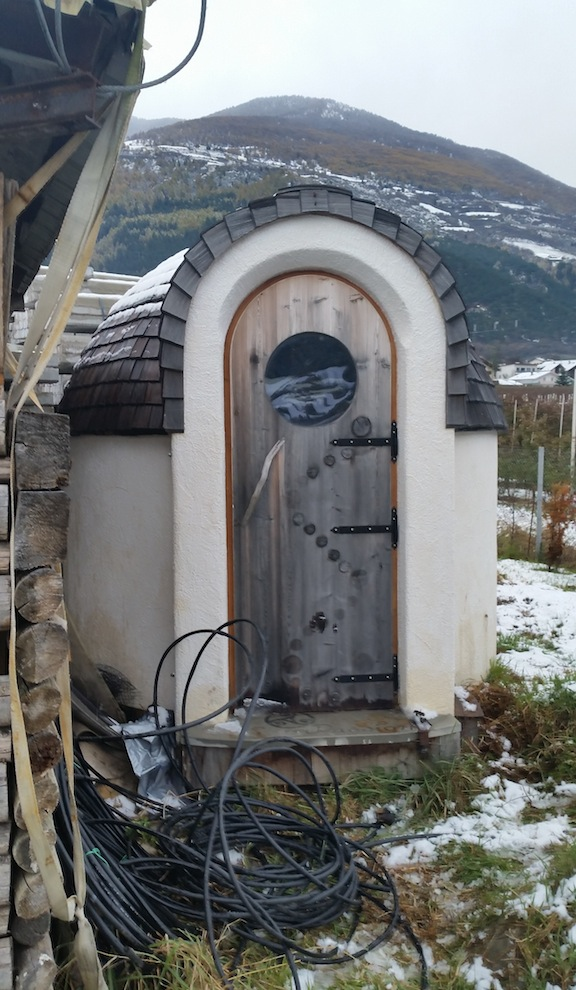 A version of an Ecopassion mobile home that is currently on the market. Funnily enough, most of the orders have been made by local hotels and are utilized as sauna houses.