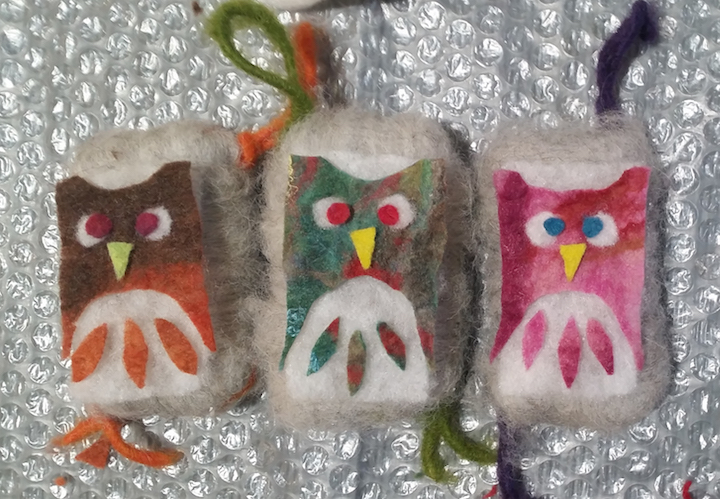 More felt-making while spending another day with Edyta. My sister's favorite animal is an owl so this design is dedicated to you Josephina.