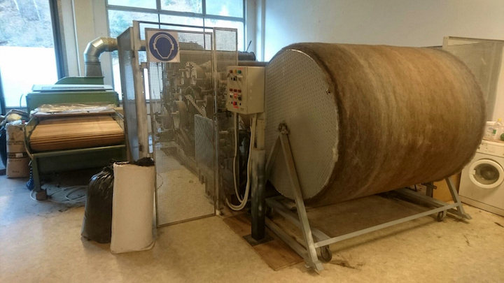 A 5 foot drum that wraps the fiber across the top to create smooth, even sheets