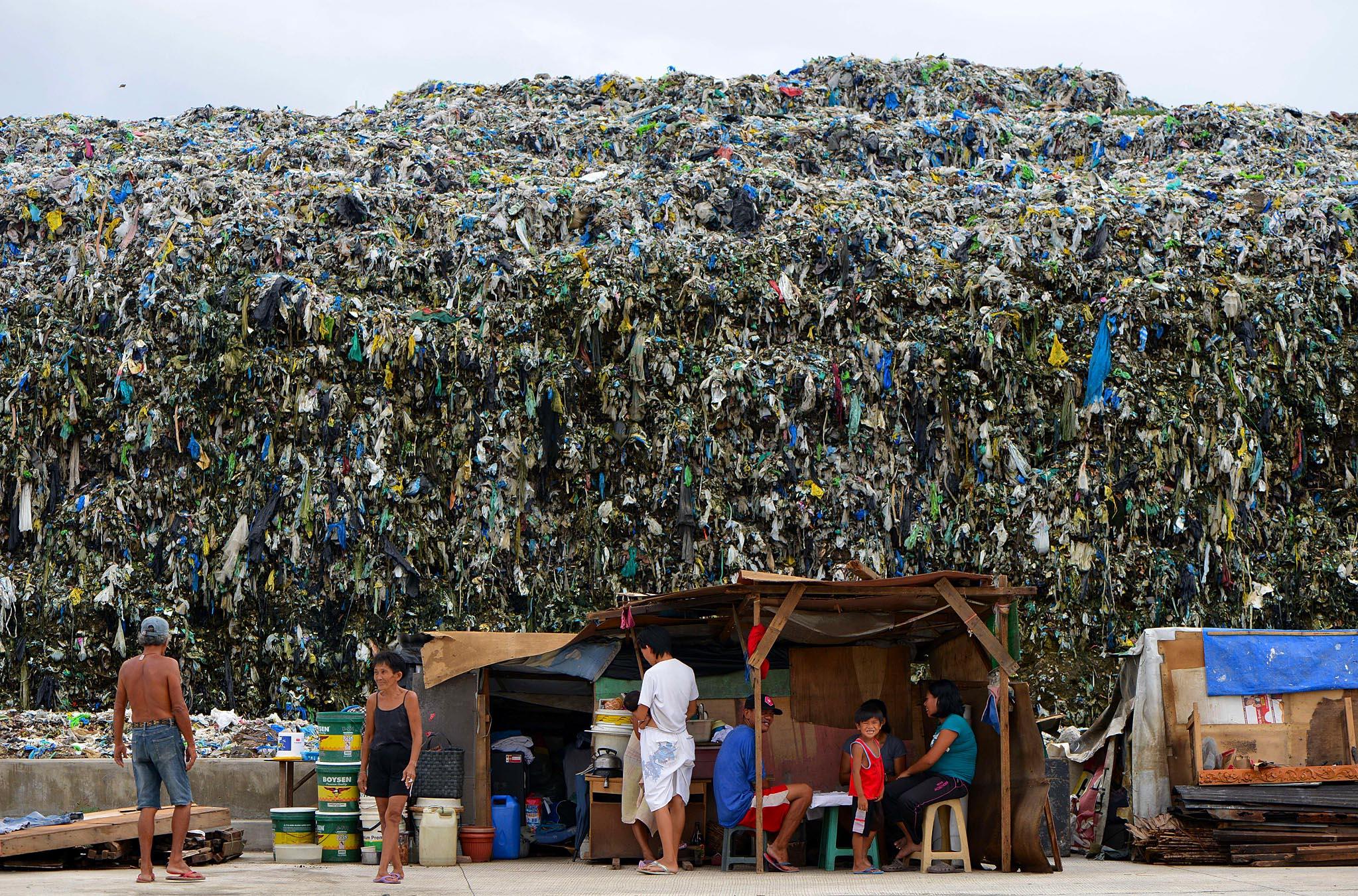 Garbage dump in Manila