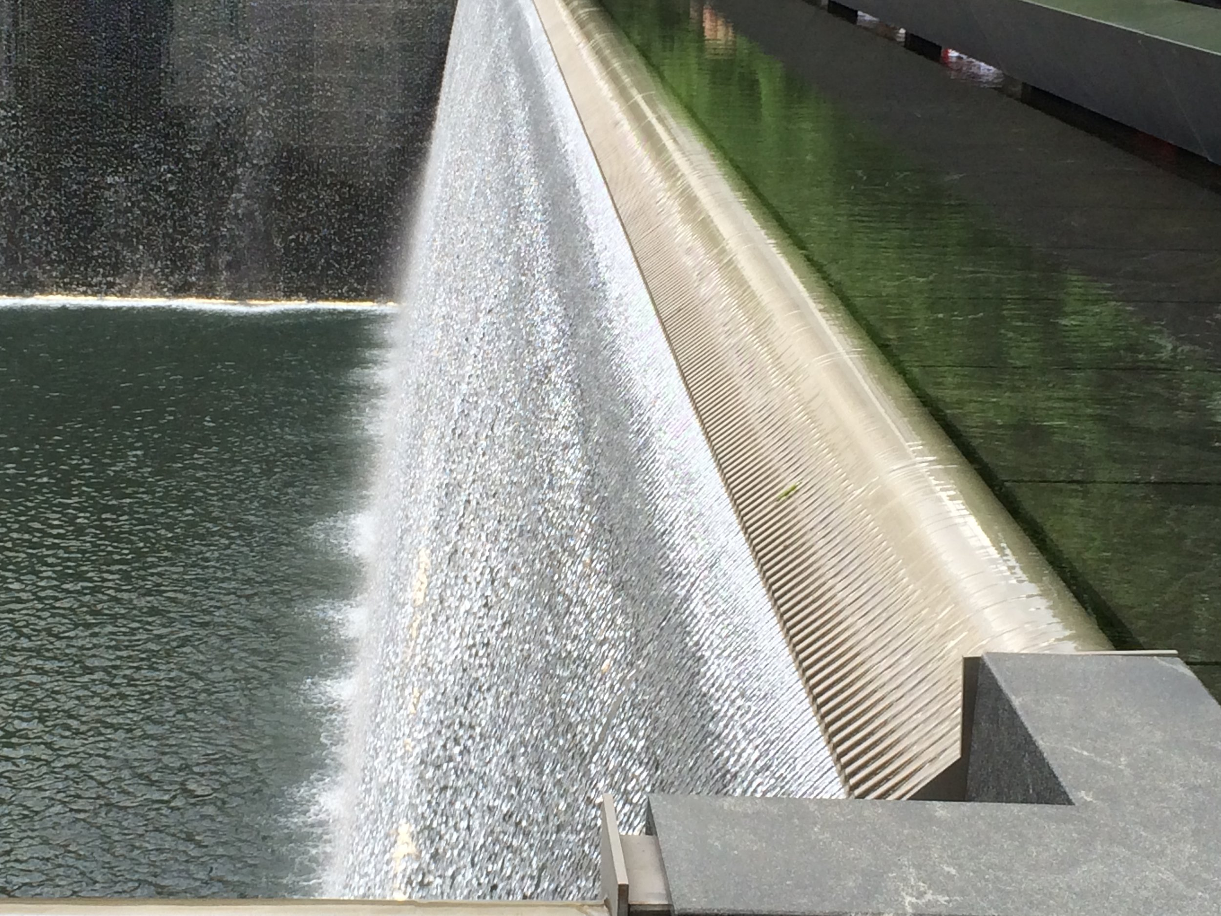 Waterfall_mechanism_of_the_South_Pool_of_the_World_Trade_Center.JPG