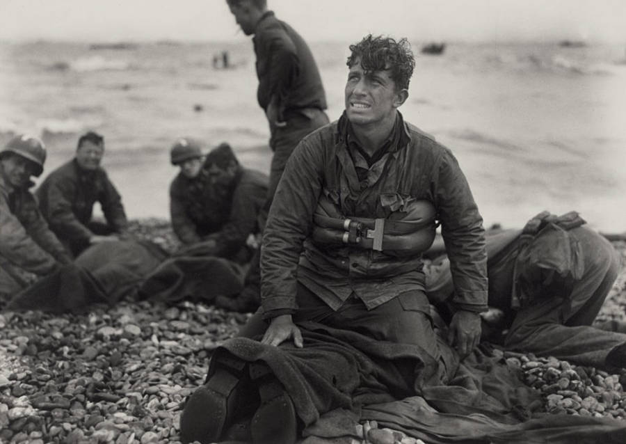 american-soldiers-recover-the-dead.jpg