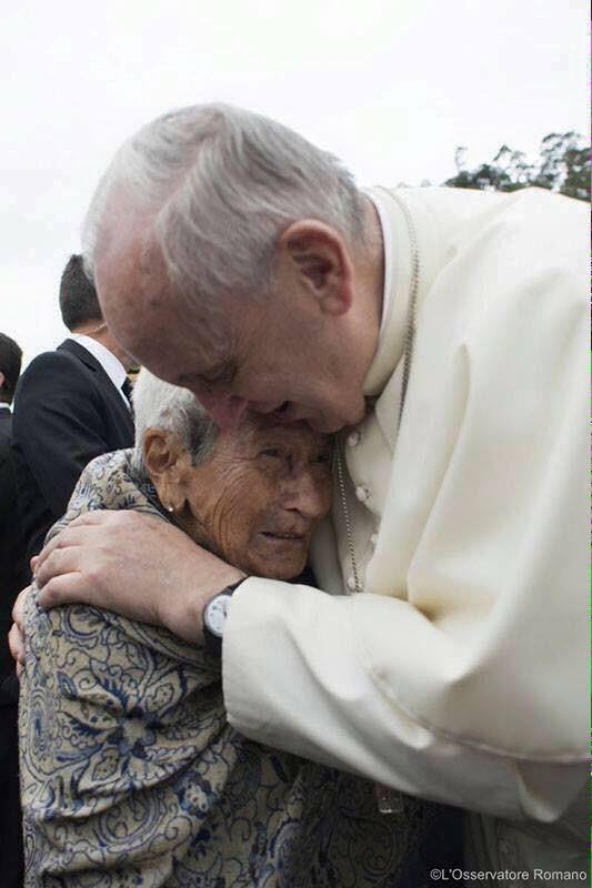 Pope-and-Ecuadorian-woman-2015.jpg