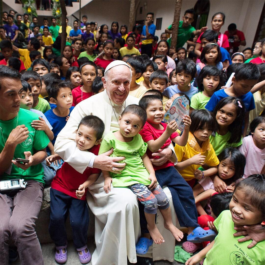 Pope_with_children_Franciscus_Instagram.jpg