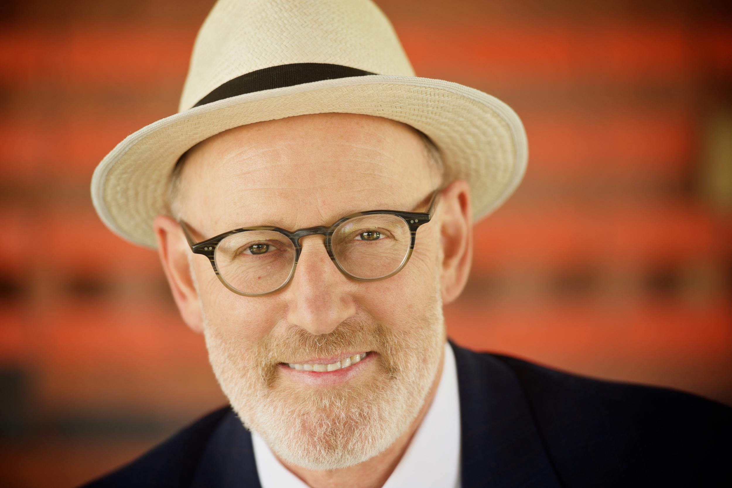 Author headshot of Leonard Felson