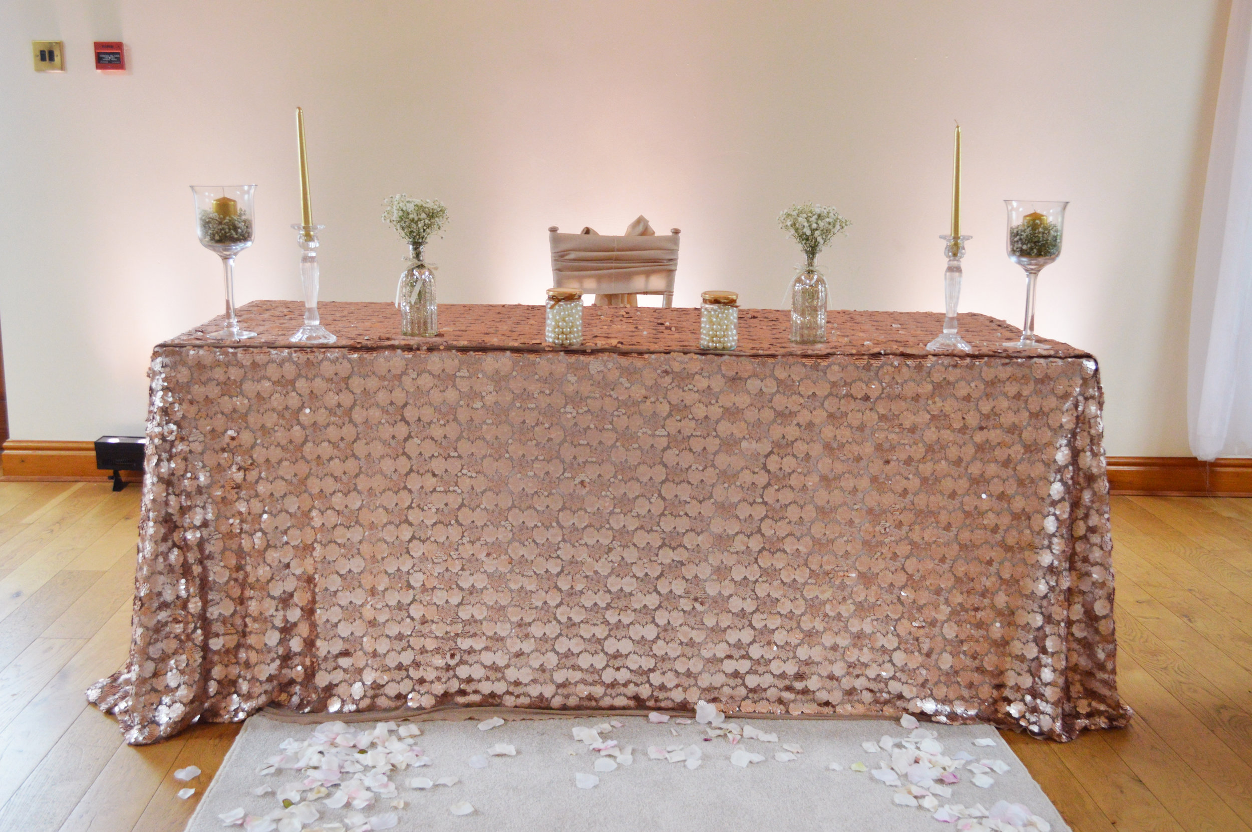 Registar sequin table cloth