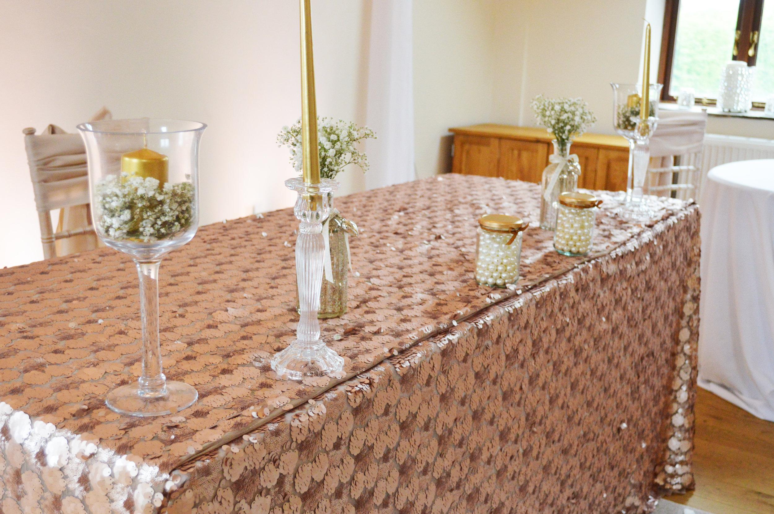 Registrar sequin table cloth