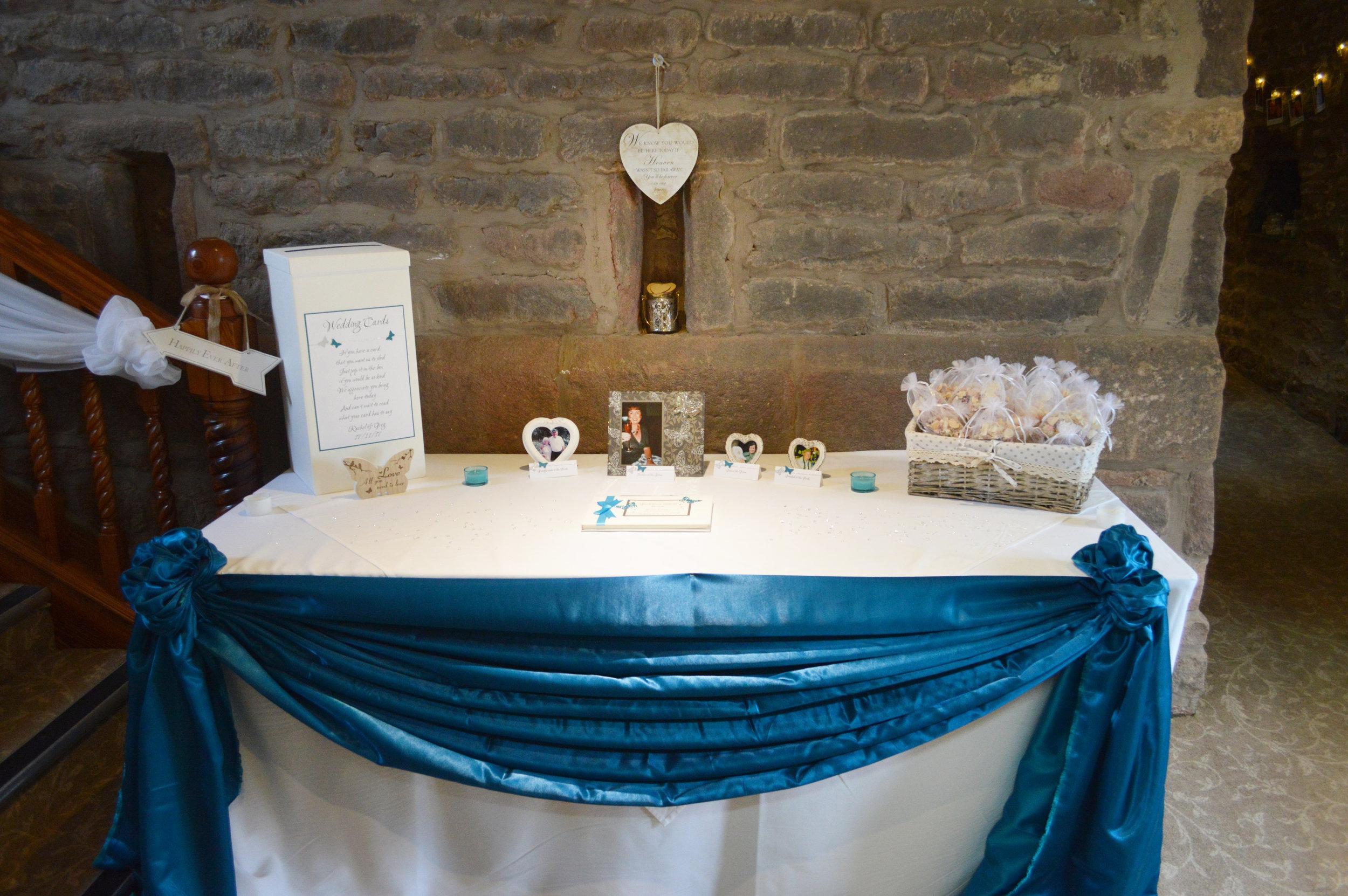 Present table drape