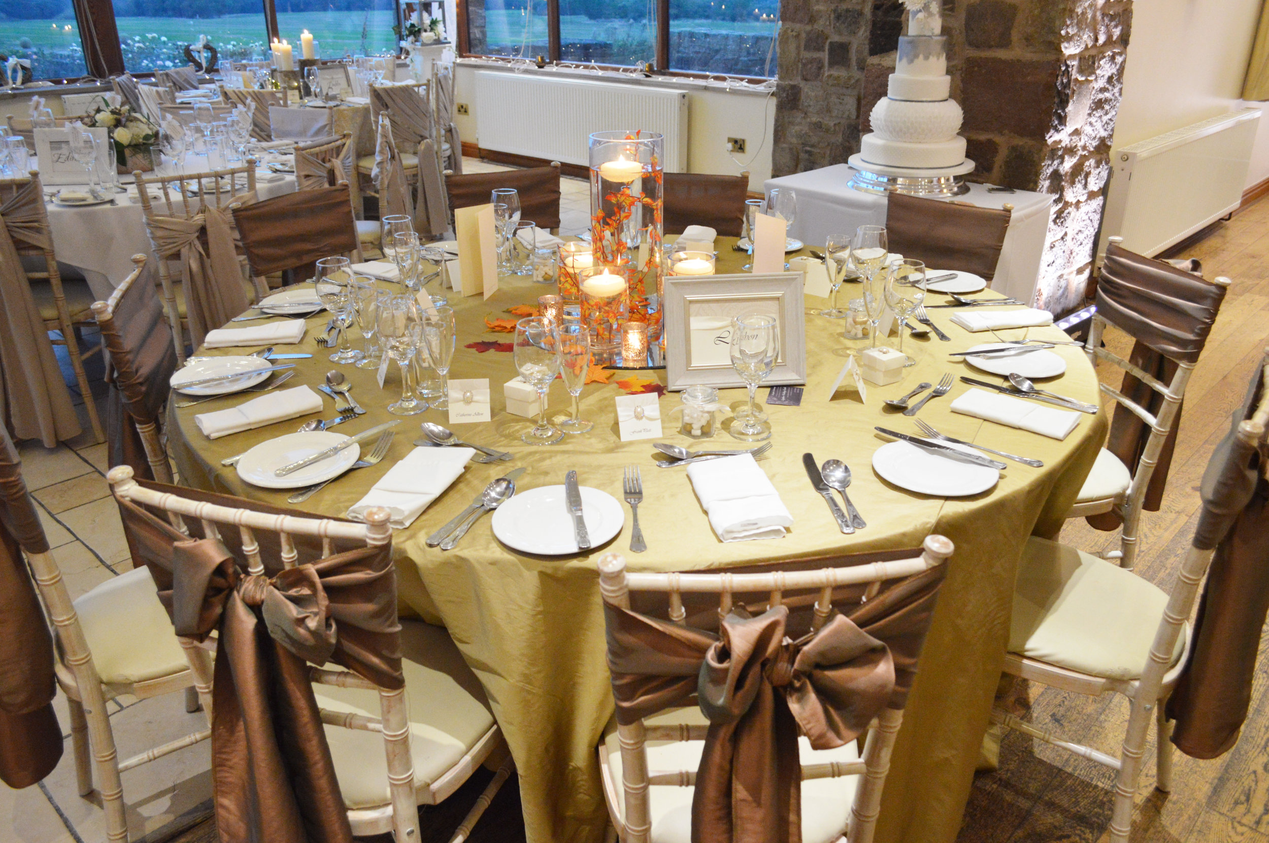 Table cloth with centrepiece