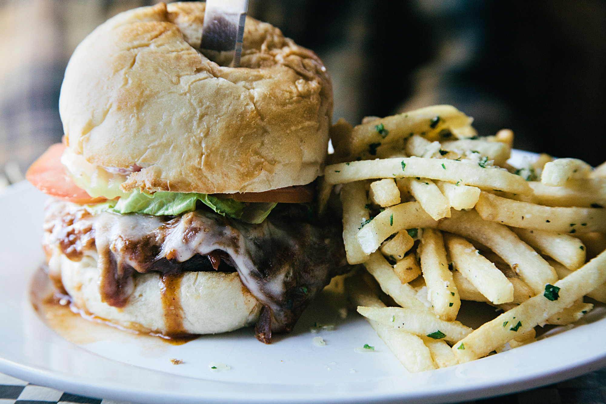 garlic-truffle-fries-pulled-pork-sandwich-lunch-sisters-oregon-cottonwood-cafe.jpg