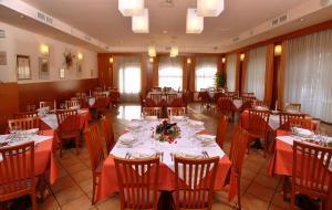 restaurant bigstock-300x190.jpg