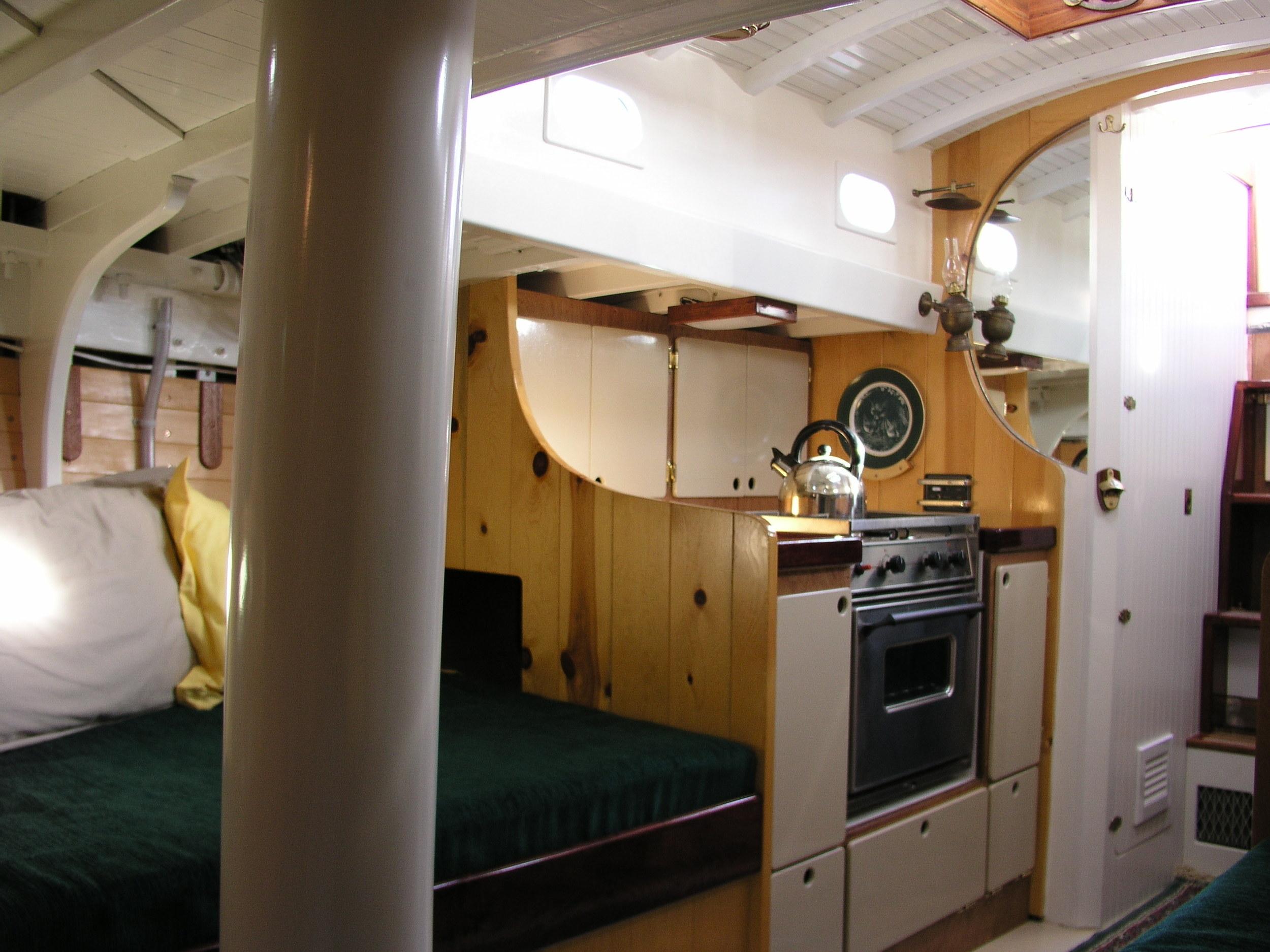 VIXEN, Interior