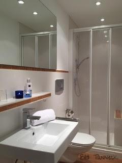 Das Bad unseres Doppelzimmers - schmal aber fein.