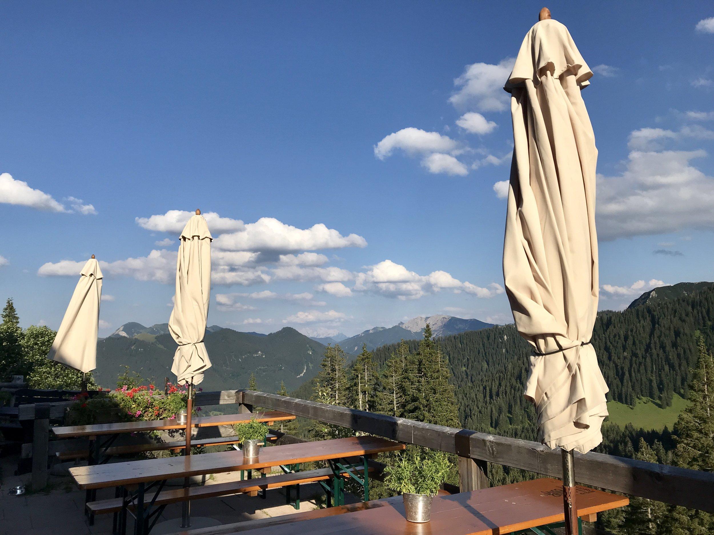 Blick von der Terrasse des Berghotel Altes Wallberghaus