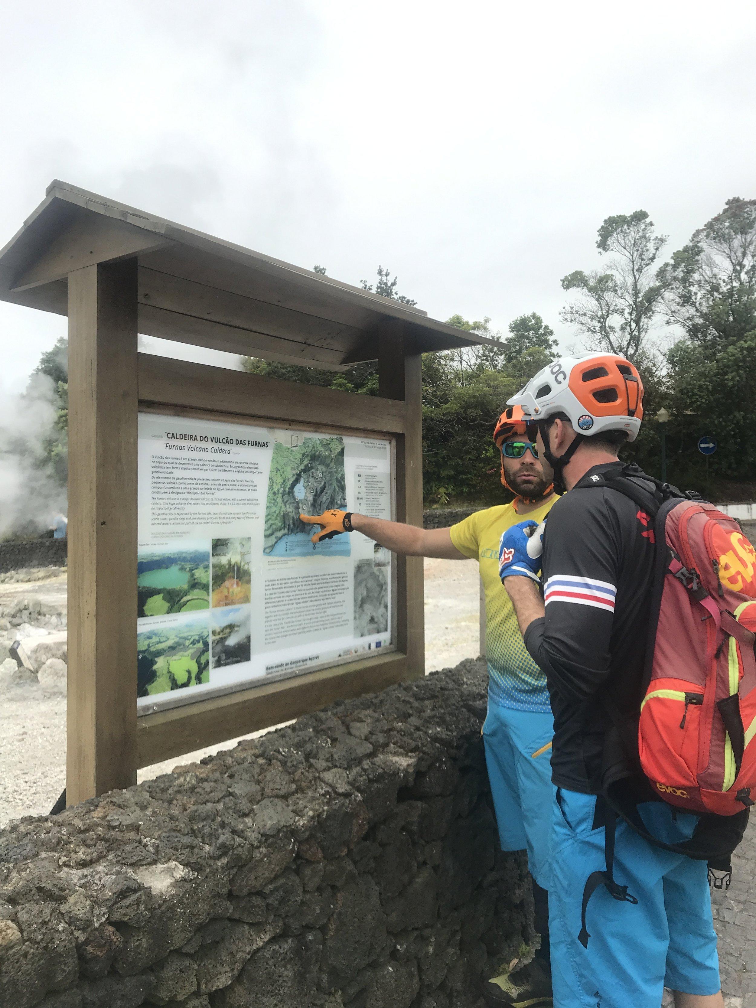 Carlos zeigt uns wo die Tour langführt