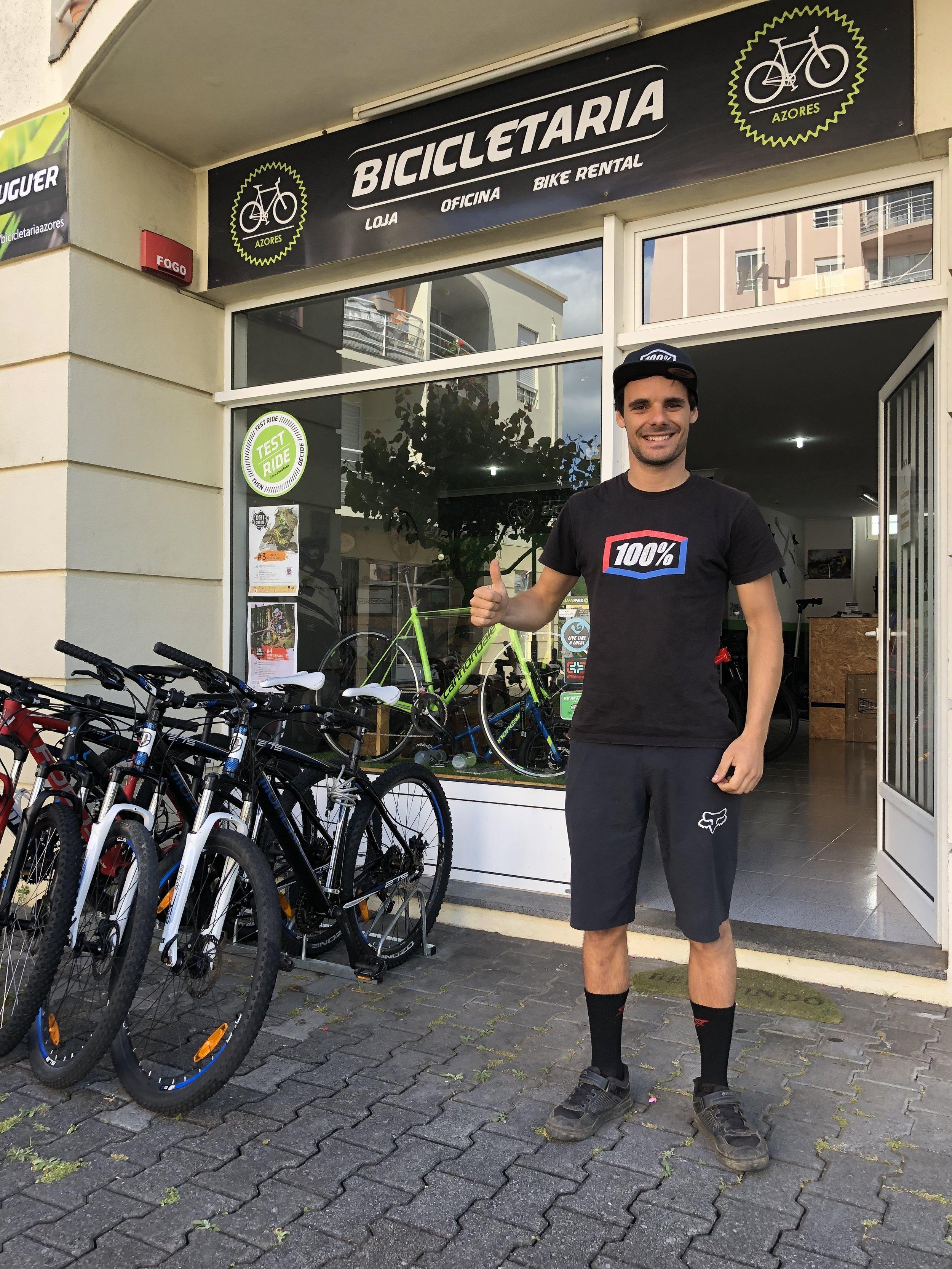Rafael vor seinem Bikeshop
