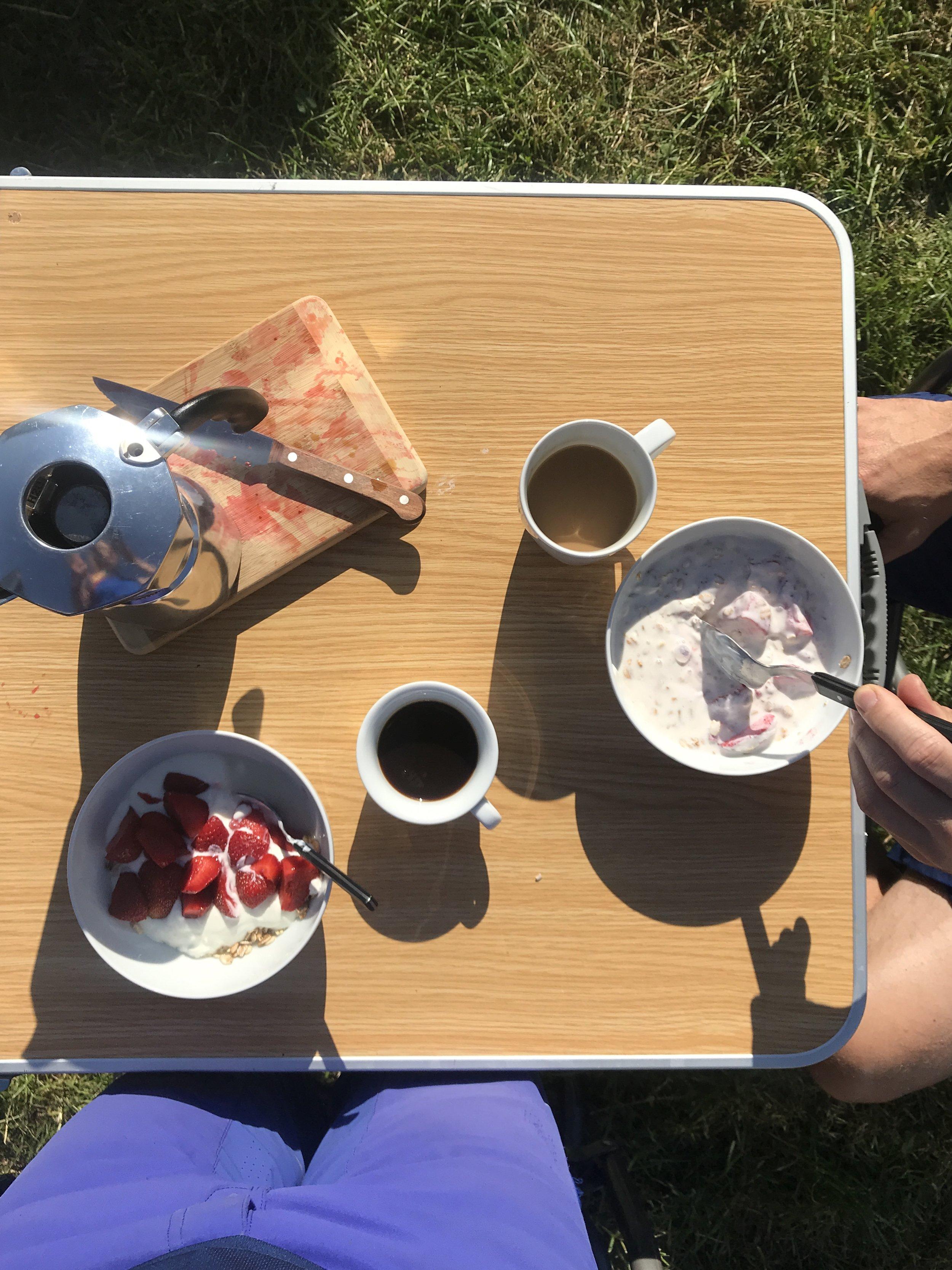 Frühstück am Renntag (c) Joana Schmidtjansen