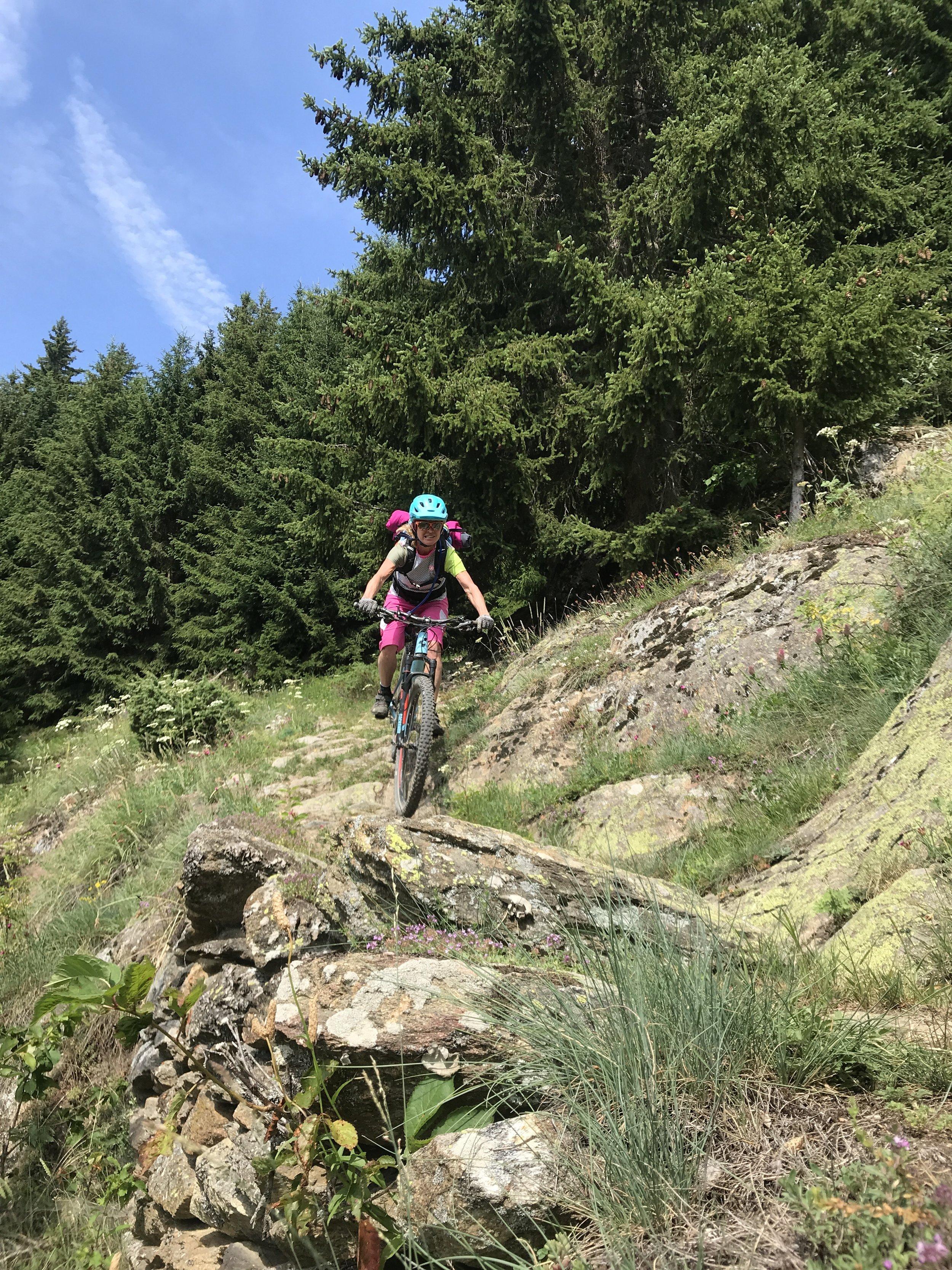 Steinige Trails auf der Abfahrt von Riederalp ins Tal