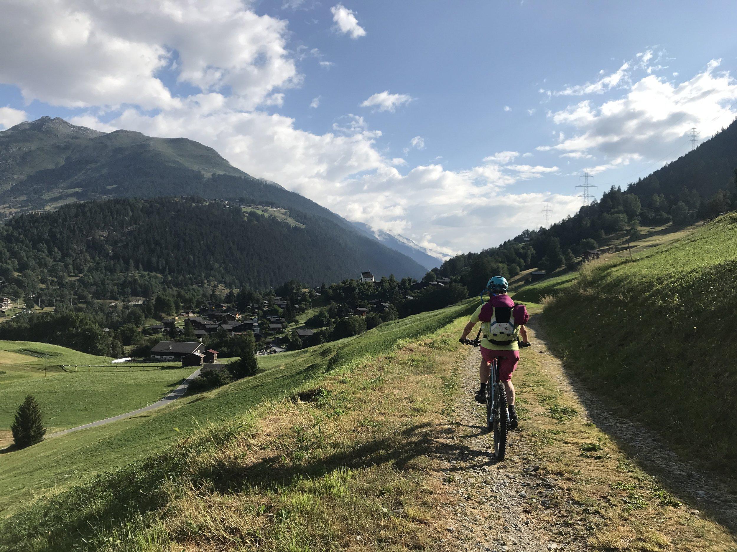 Beim letzte Anstieg nach Bellwald merken wir die gestrige Etappe in dne Beinen