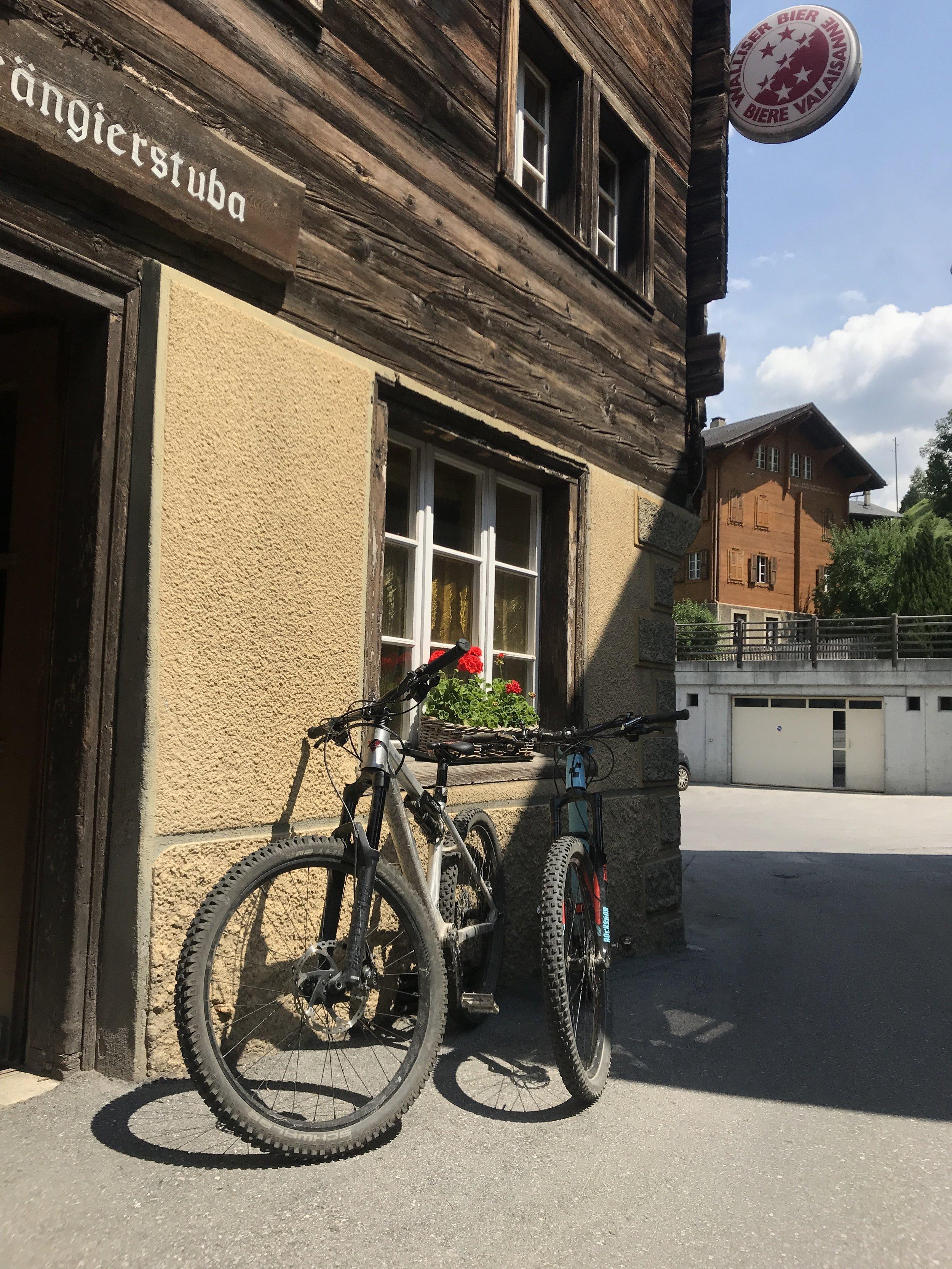 Mittagspause für unsere Mountainbikes...