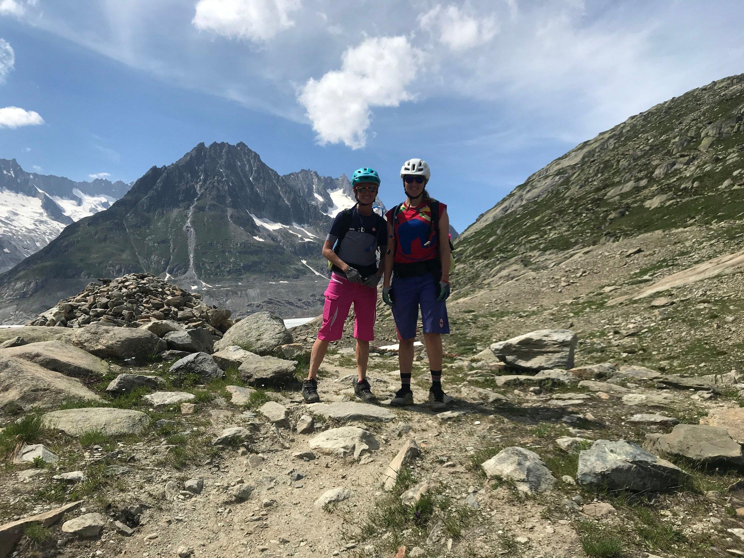 Zu Fuss gehen wir hinab zum Aletschgletscher