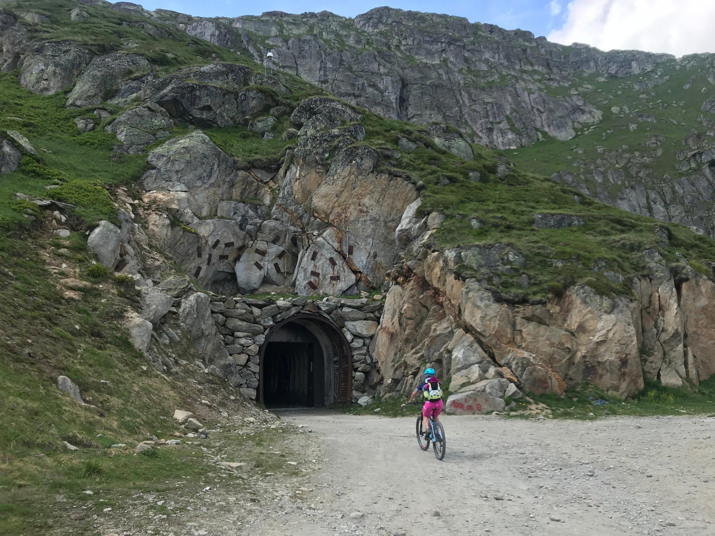 Durch einen Tunnel...