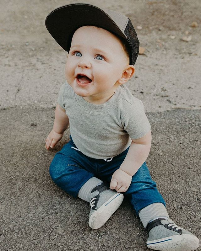 Three weeks until this boy's first birthday and it's kind of blowing my mind!  PS be sure to check out @thederrcompany for all your baby hat needs!