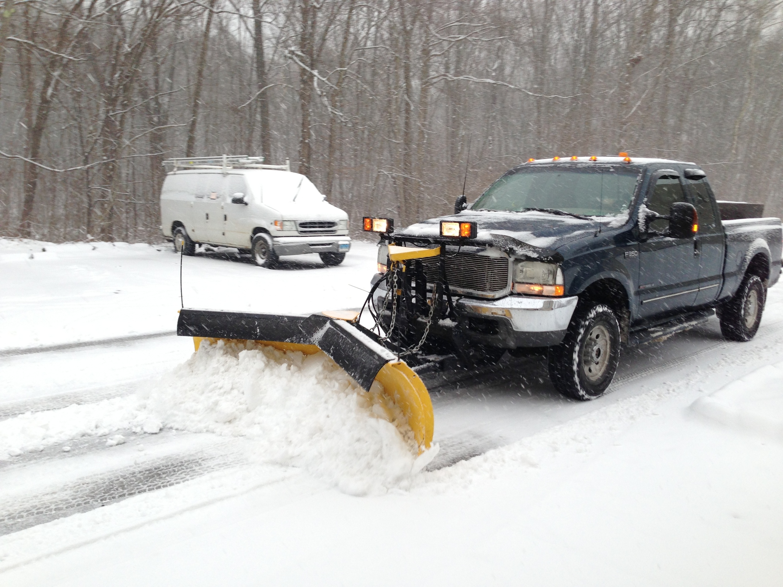 jfsons_snow_plowing_20130513.jpg