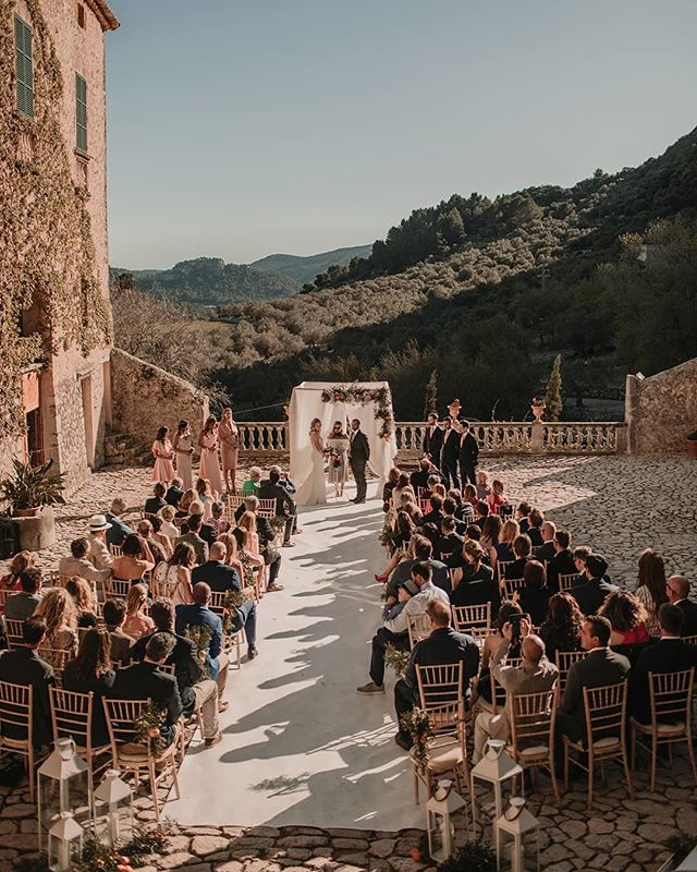 No pictures make justice to this stunning venue. You have to see it and feel it by yourself. Ceremony in Sierra Tramuntana, Mallorca🙌🏼⠀⠀⠀⠀⠀⠀⠀⠀⠀ ⠀⠀⠀⠀⠀⠀⠀⠀⠀ .⠀⠀⠀⠀⠀⠀⠀⠀⠀ .⠀⠀⠀⠀⠀⠀⠀⠀⠀ .⠀⠀⠀⠀⠀⠀⠀⠀⠀ 📝 Wedding Designer @pasion_eventos⠀⠀⠀⠀⠀⠀⠀⠀⠀ 📸 Photo @abrahamgarciaphotography⠀⠀⠀⠀⠀⠀⠀⠀⠀ 🌾 Design & Decor @enesencia_decora⠀⠀⠀⠀⠀⠀⠀⠀⠀ ⠀⠀⠀⠀⠀⠀⠀⠀⠀ #repost @pasion_eventos #mallorcaweddingplanning #destintionweddingplanner #ukdestinationweddingplanner #mallorcaweddingplanner #elleventweddingplanning