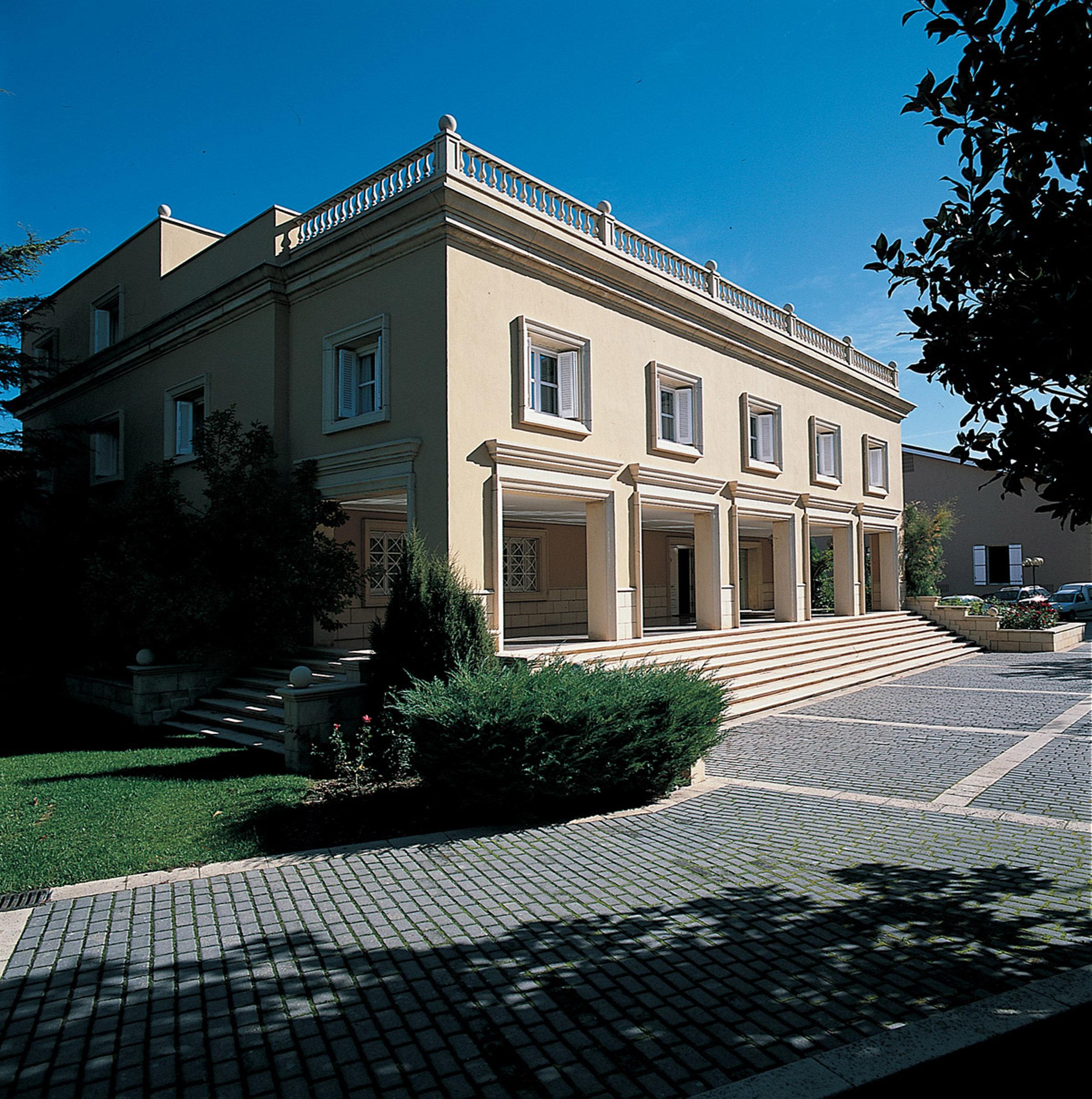 Building (Marqués de Cáceres).jpg