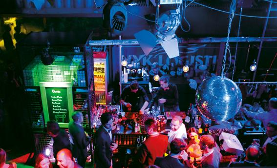 Zwanglose Atmosphäre,Flying Dinner und zum Feiern einladende Elektro-Beats - Showroom-Eröffnung bei SCHOCK.