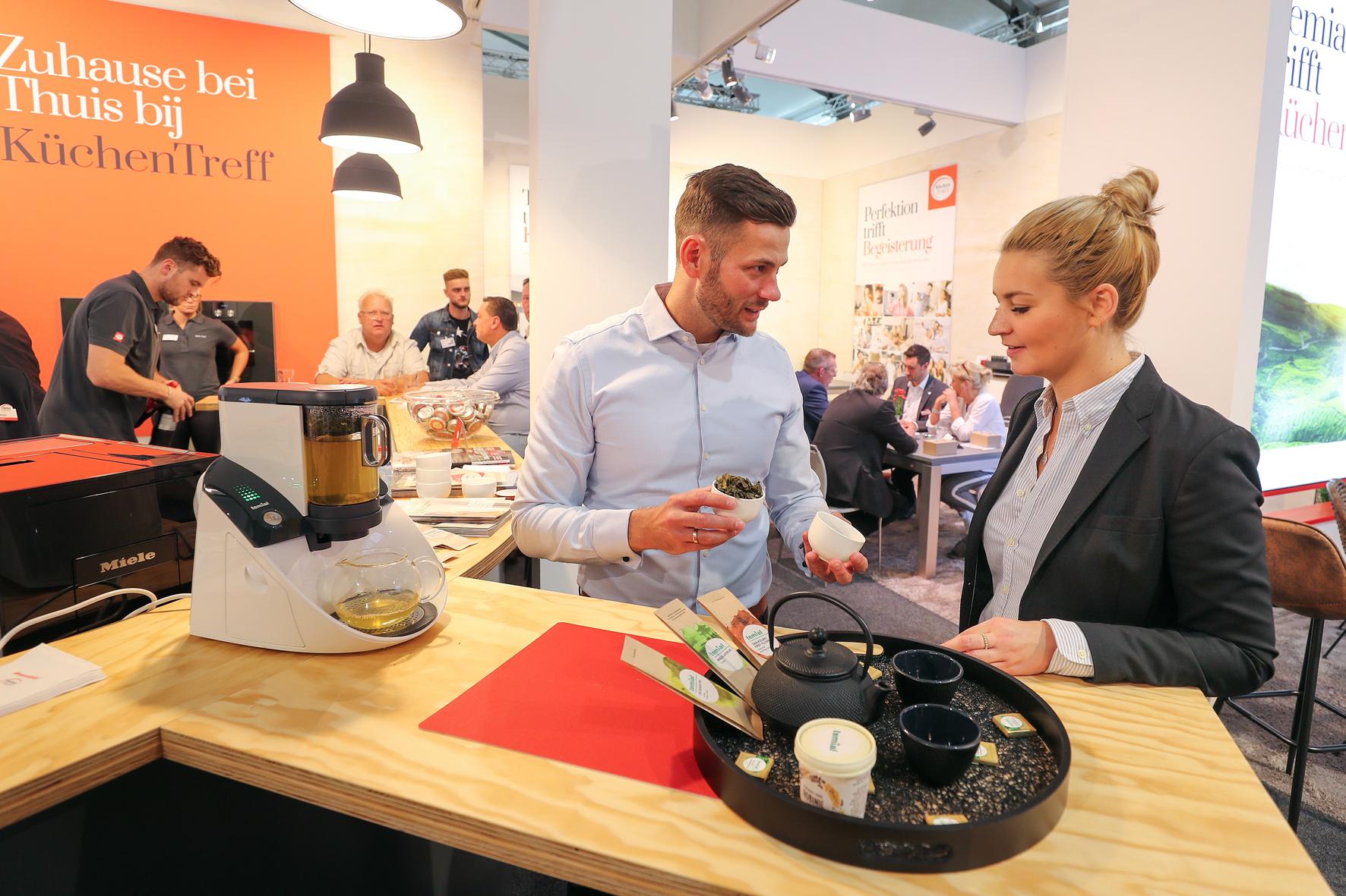 Die exklusive Kooperation von KüchenTreff und Vorwerk Temial wurde auf der area30 bekannt gegeben. © KüchenTreff