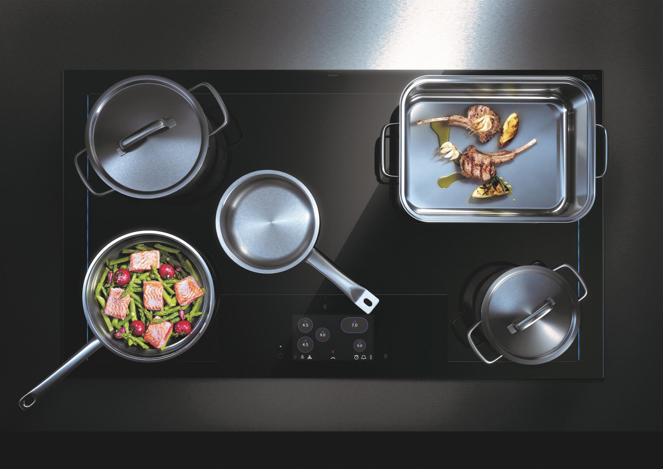 Beim Induktionskochfeld kochen Speisen schneller und Vitamine bleiben erhalten. © AMK