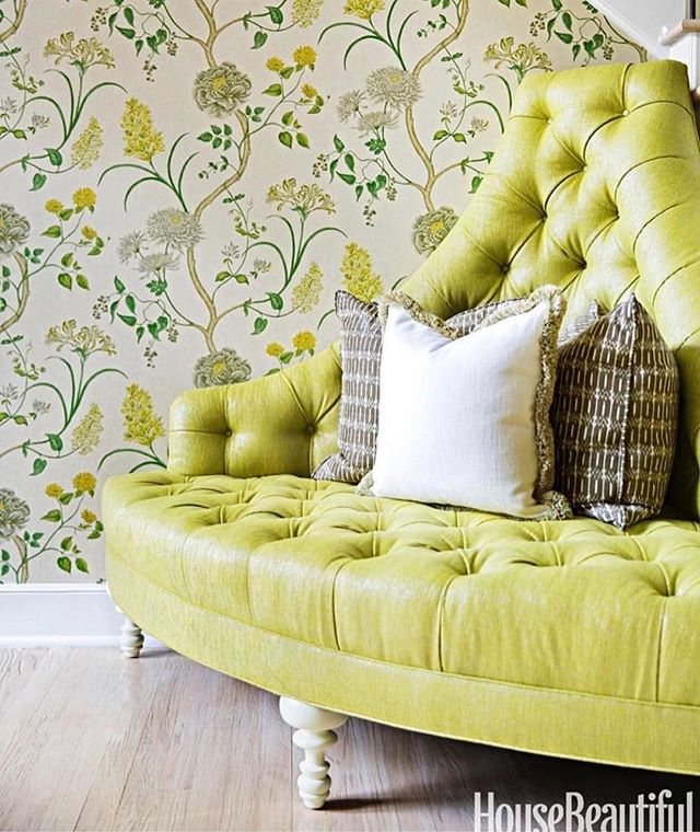Chartreuse, metallic AND tufted. 🙌🏼 ⠀ 📷 via: @kemble_interiors, @housebeautiful