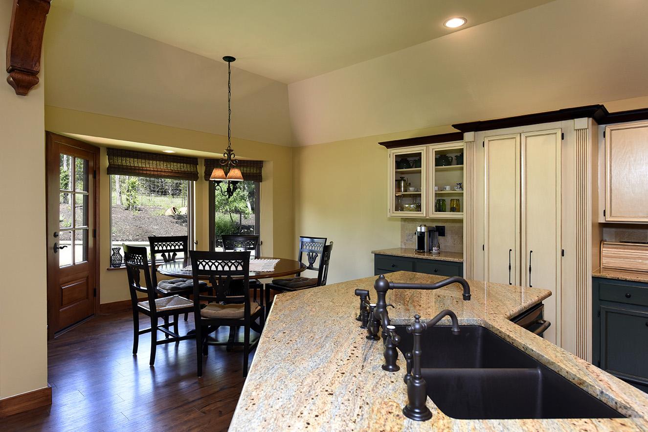 Kitchen to Dining 2.jpg