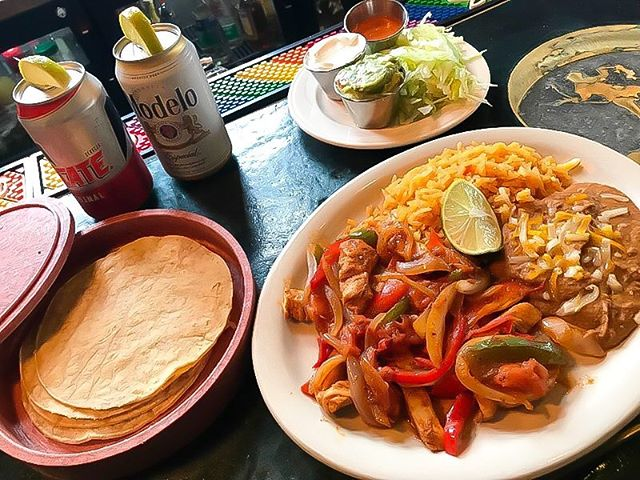 The kitchen has outdone themselves AGAIN! on special, chicken fajitas! Pair 'me up with $4 Mexican Beers and $6 Margaritas! 😎💥🌮🍻 #mke #milwaukee #wi #wisconsin #patio #downtown #special