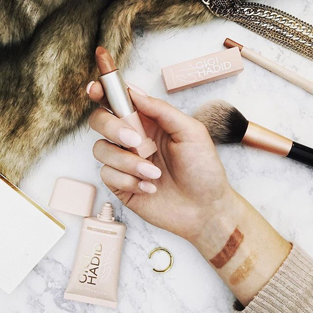 #makeup💋  Essential beauty arsenal for @loveemmarie – √Foundation √Eyeliner √Lipstick √Anjou Makeup Brush✨  #makeupbrushes #makeupfoundation #beauty #makeuptalk