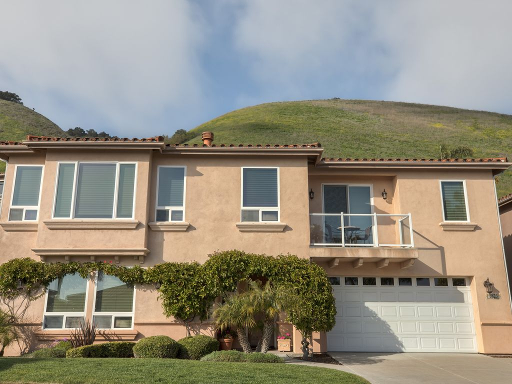 Gorgeous 3 Bedroom 2.5 Bath Home located within the rolling hills of Pismo Beach looking over the Pacific Ocean. - pismo beach • Costa Del Sol