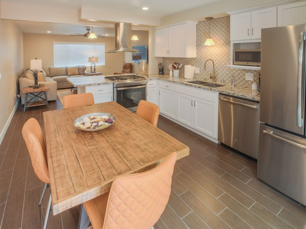 sleeps 6!One block from the beach, walking distance to all restaurants, nightlife and shopping. - pismo beach • stimson C