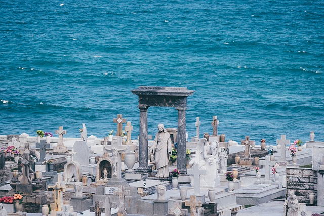 cemetery-863476_640.jpg