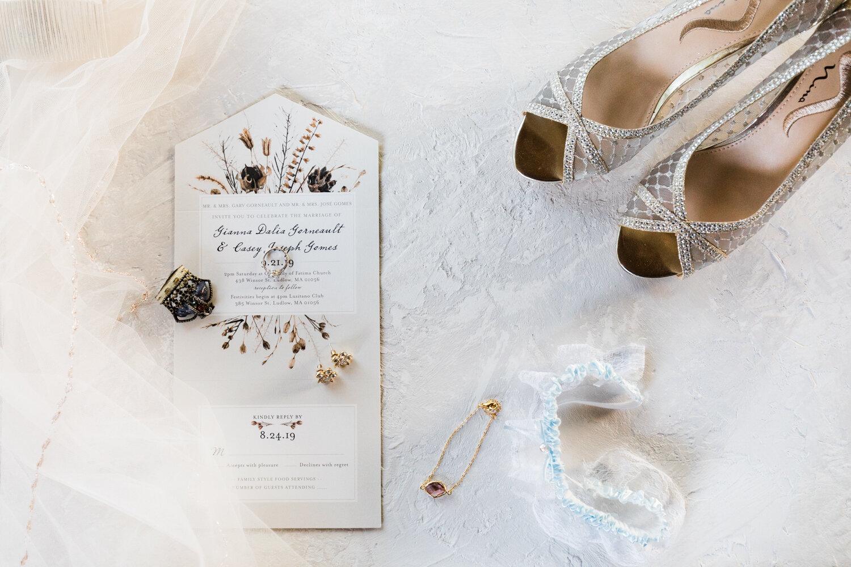 Romantic and moody wedding photos