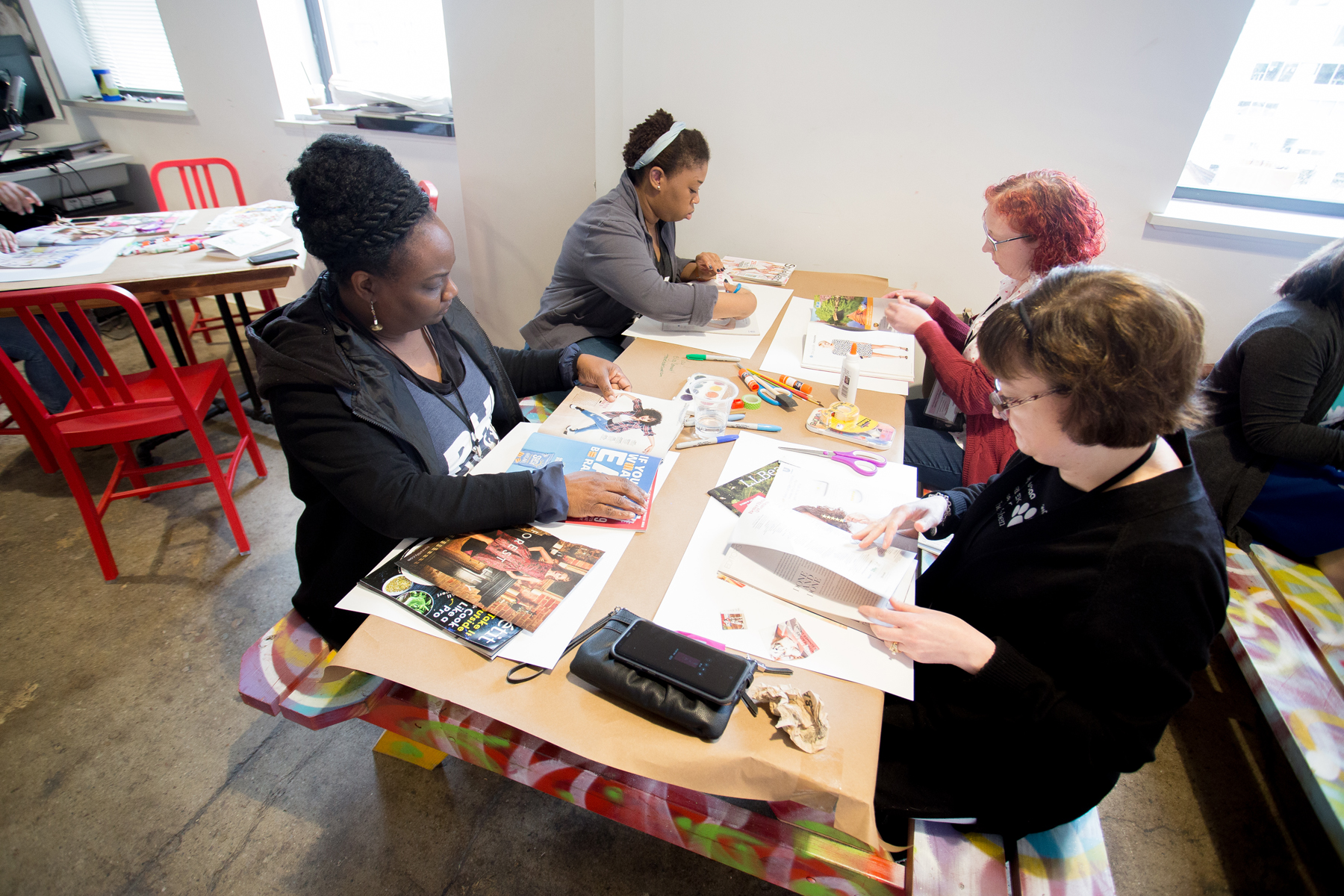 The Blog Connect 2018 attendees working on vision boards. || Photo by  Tim Becker Photography