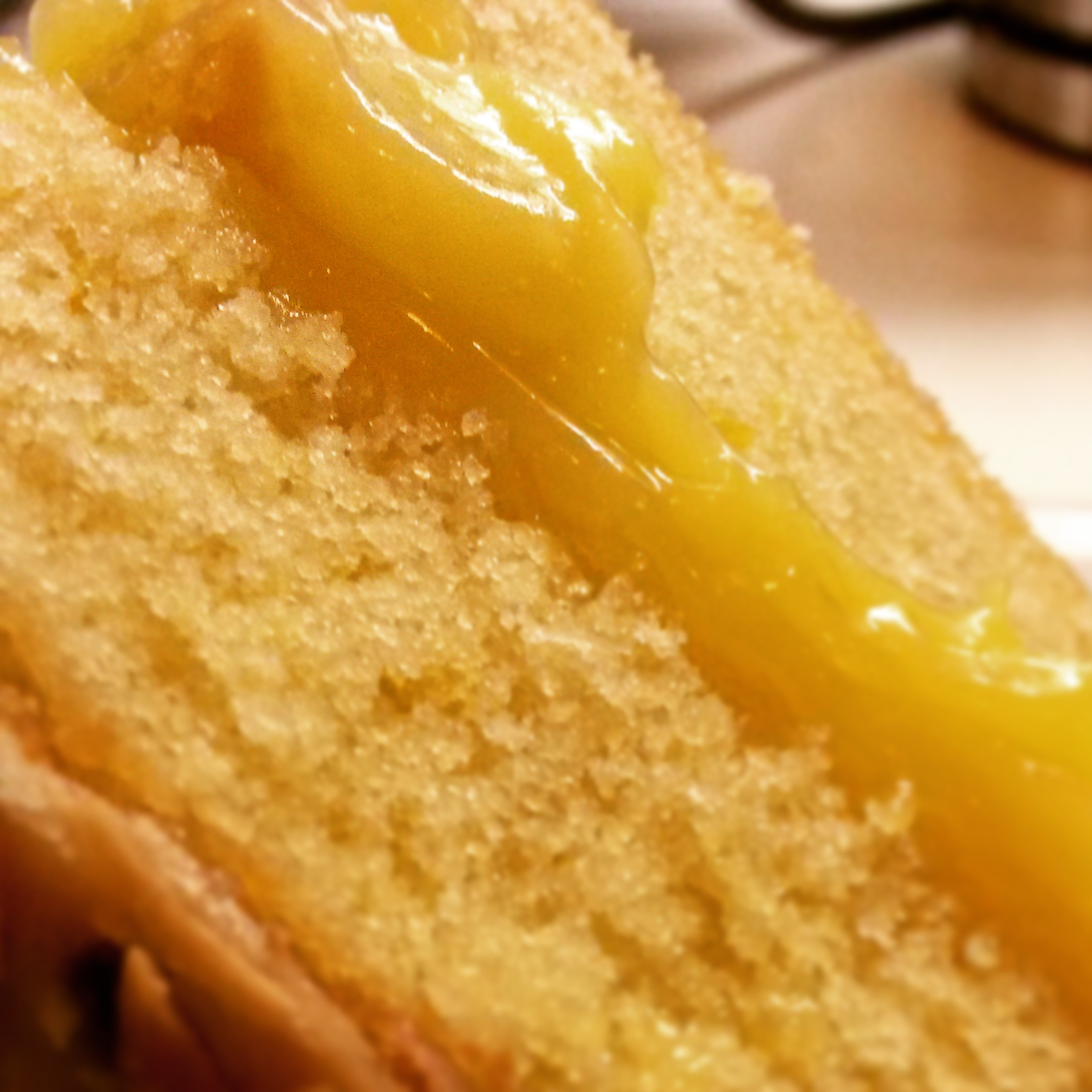 SIL'S VICTORIA SPONGE WITH LEMON CURD AND PASSIONFRUIT ICING