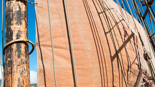 Midday light generates strong contrasts, that can be used to advantage, such as capturing details or being creative with shadows and light. Image: © Lin Amoore, Courtesy of Australian Wooden Boat Festival