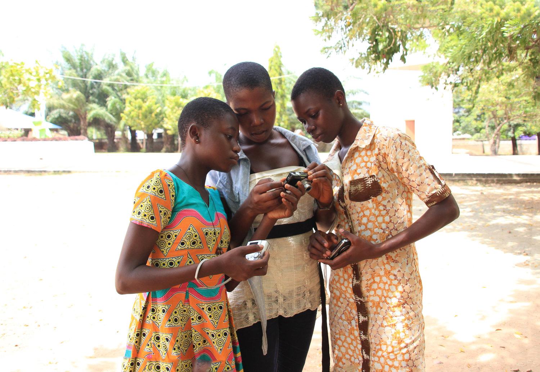 Lensational_Ghana_Juliane+Reissig_three+students.jpg
