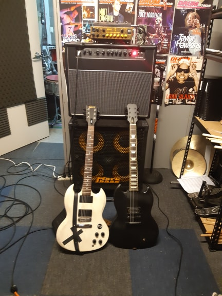 guitar amp.jpg