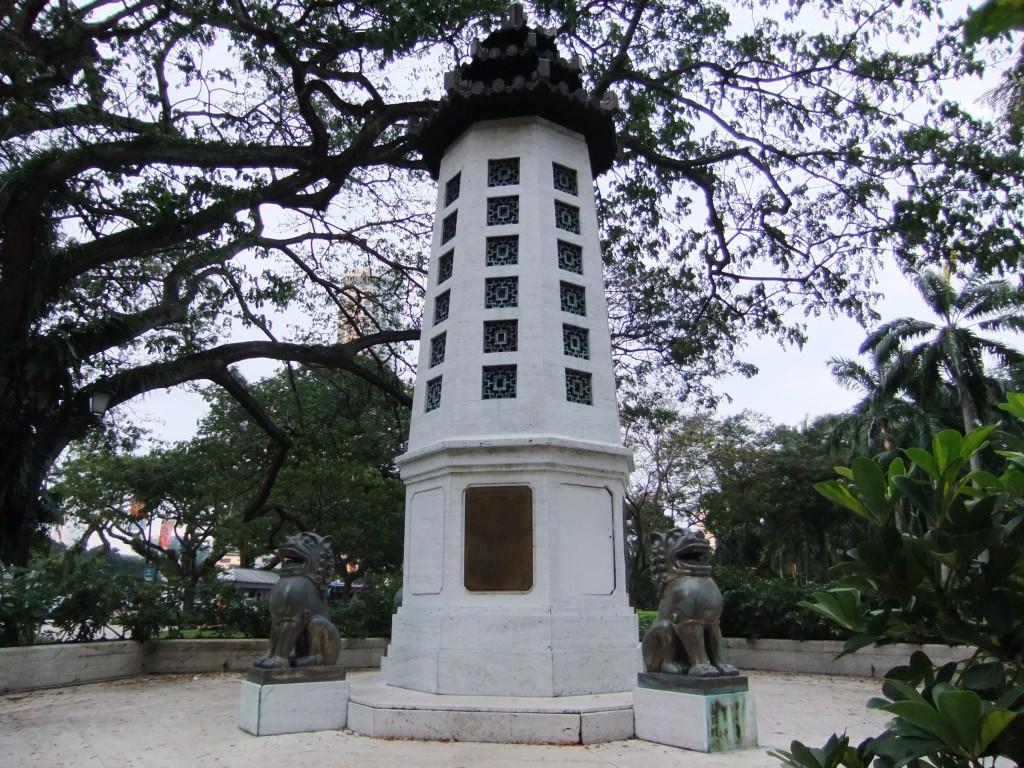 Lim Bo Seng Memorial, Esplanade Park, Singapore (photo: author, Jan. 16, 2011)