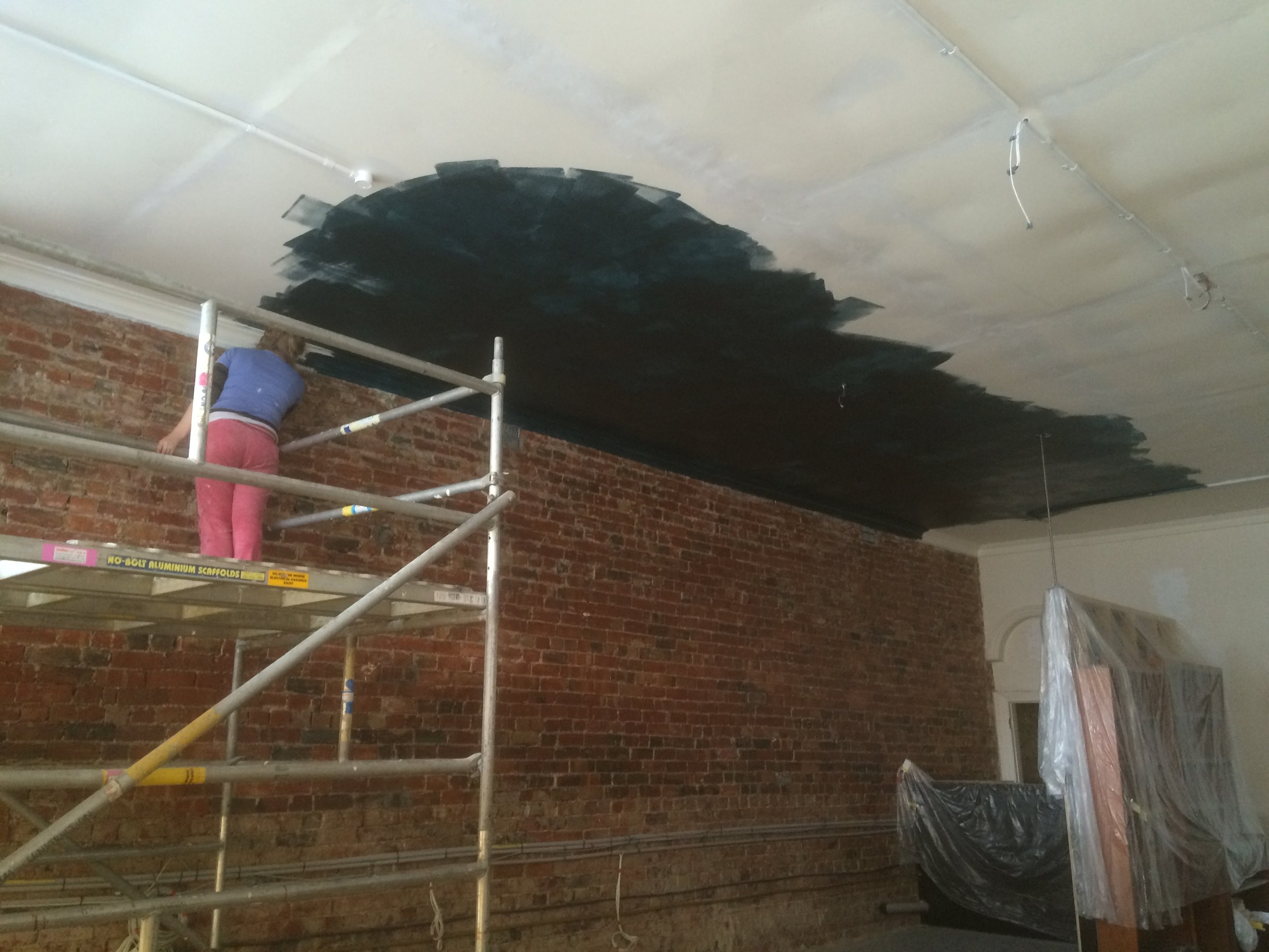 Started to paint the ceiling.