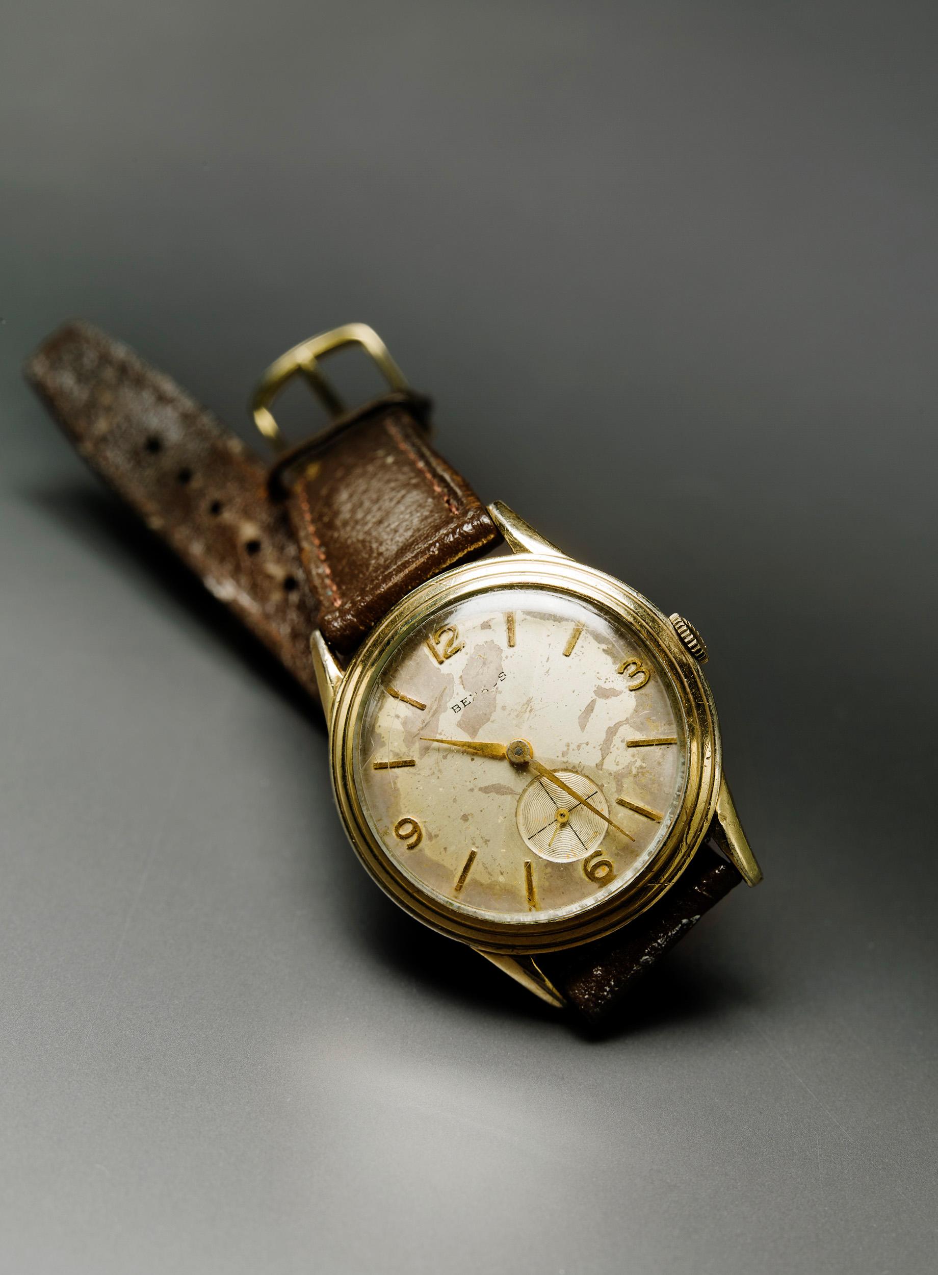 Lee's wristwatch