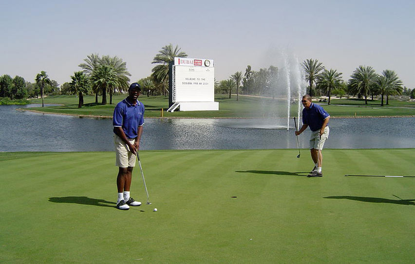 Finishing-of-on-the-18th-at-the-wonderful-Emirates-in-Dubai.jpg